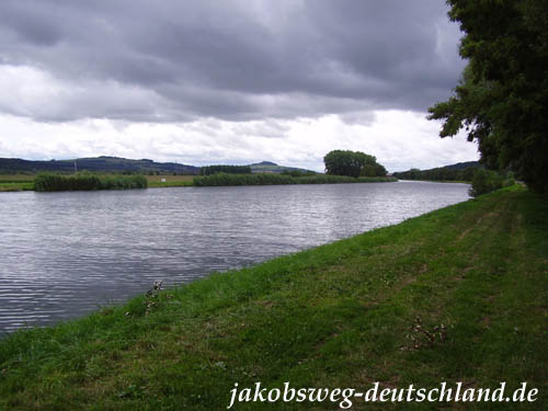 Der Jakobsweg folgt dem Canal Lateral à la Moselle bei Pagny-sur-Moselle
